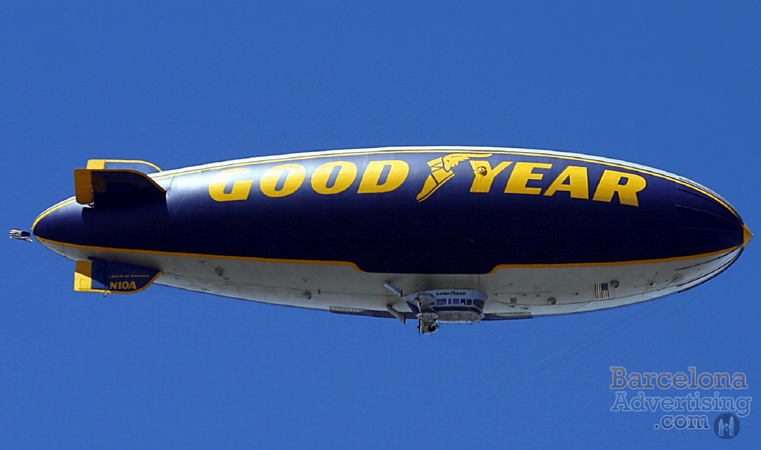 w-barcelona-Blimp-Advertising
